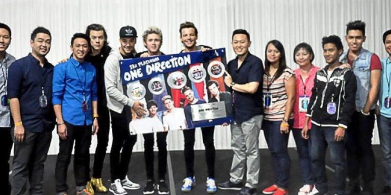 En días pasados, esta fotografía molestó a las fans pues Liam Payne cubre el rostro de Zayn en este póster. Foto:Vía Twitter.com/liampayne