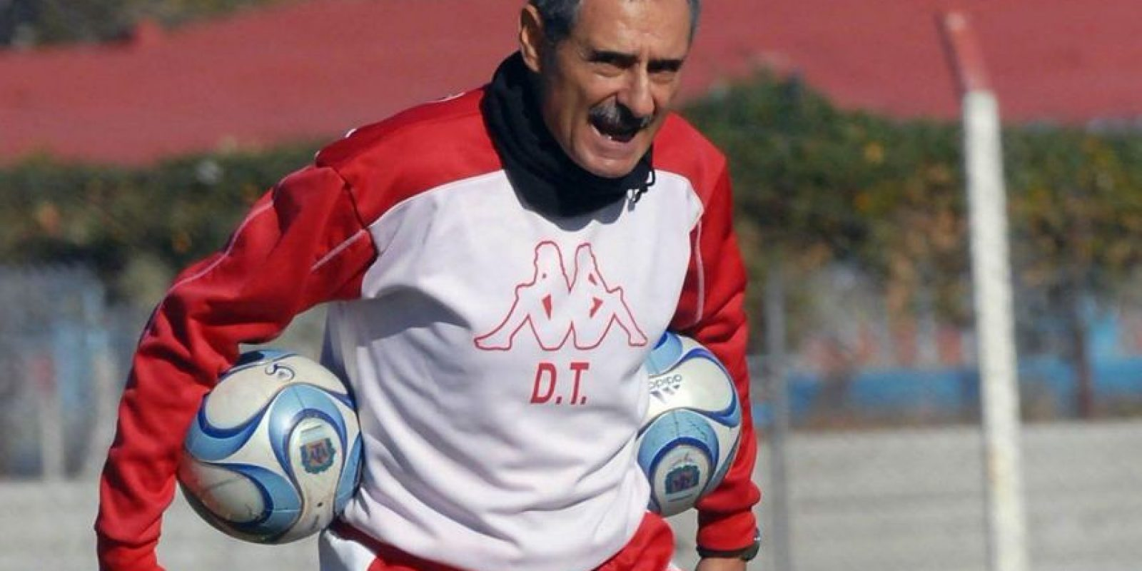 """""""El futuro del fútbol está en el pasado"""", Cappa fue DT de Banfield, Huracán, y River Plate, entre otros clubes Foto:Getty Images"""