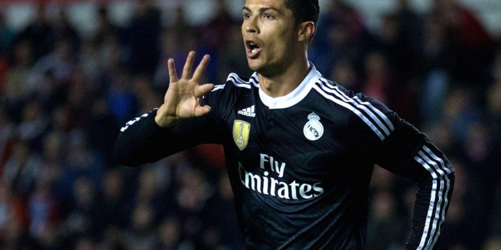 Cristiano Ronaldo celebró una gol de manera polémica otra vez. El portugués marcó ante el Rayo Vallecano y le dedicó el festejo al juez de línea. Foto:Getty Images