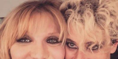 Esta foto posteada por Peaches muestra cómo ha cambiado el rostro de la polémica Courtney Love. Foto:vía Facebook/Peaches