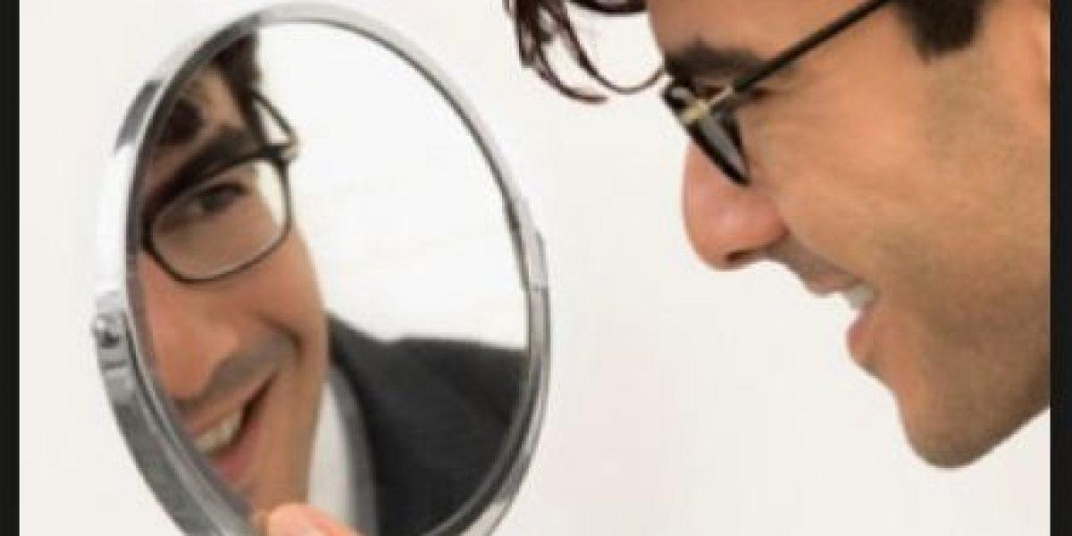 Ciencia explica por qué a las mujeres se sienten atraídas por hombres narcisistas