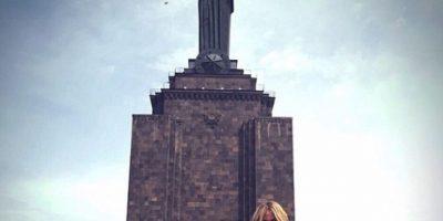 Las Kardashian en el Parque de la Victoria en Yerevan. Foto:Vía Instagram.com/khloekardashian
