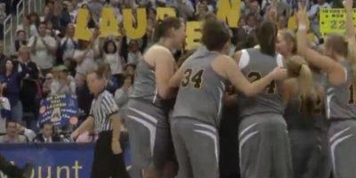 A pesar de tener cáncer terminal jugó un partido universitario Foto:NCAA