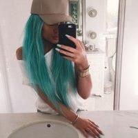 Azul aqua es el nombre de su tono actual Foto:Vía Instagram/kyliejenner