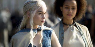 Es amada por muchos, pero odiada por otros. ¿Merece en verdad Daenerys el Trono de Hierro que ocupó su familia? Foto:HBO