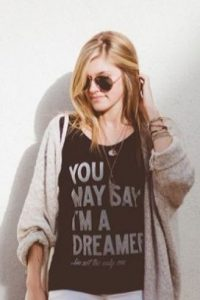 Camisetas con lemas irónicos. También. Foto:vía Pinterest