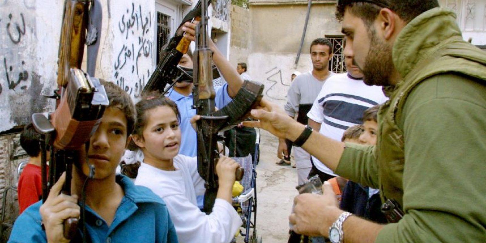 La AK-47 es un fusil de asalto soviético de diseñado por Mijaíl Kaláshnikov Según el organismo de la ONU, los niños en Yemen están sufriendo daño en la salud mental por los ataques en la región. Foto:Getty Images