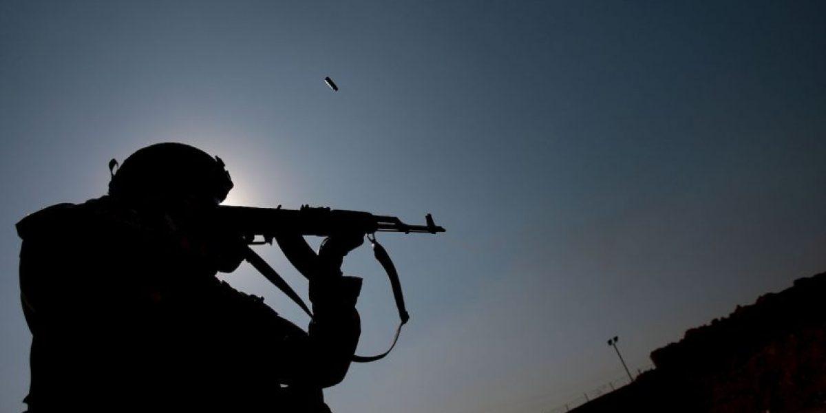 Niña muestra su apoyo al grupo militante de Yemen