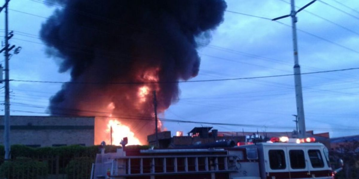 Bomberos atienden incendio en fábrica de químicos de Cundinamarca