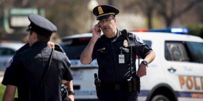El teniente Kimberly Schneider, portavoz de la policía del Capitolio de Estados Unidos, dijo que el individuo murió después de una bala autoinfligida herida. Foto:Getty Images