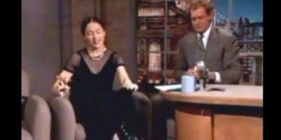 9.- En 1994, causó gran polémica al fumar un puro en el show de David Letterman Foto:YouTube