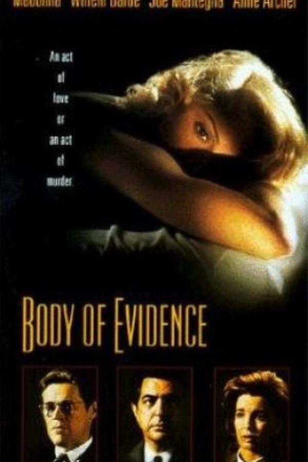 """10.- En 1993, protagonizó la cinta """"Body of Evidence"""", donde retiraron una escena en la que aparece masturbándose Foto:IMDB"""