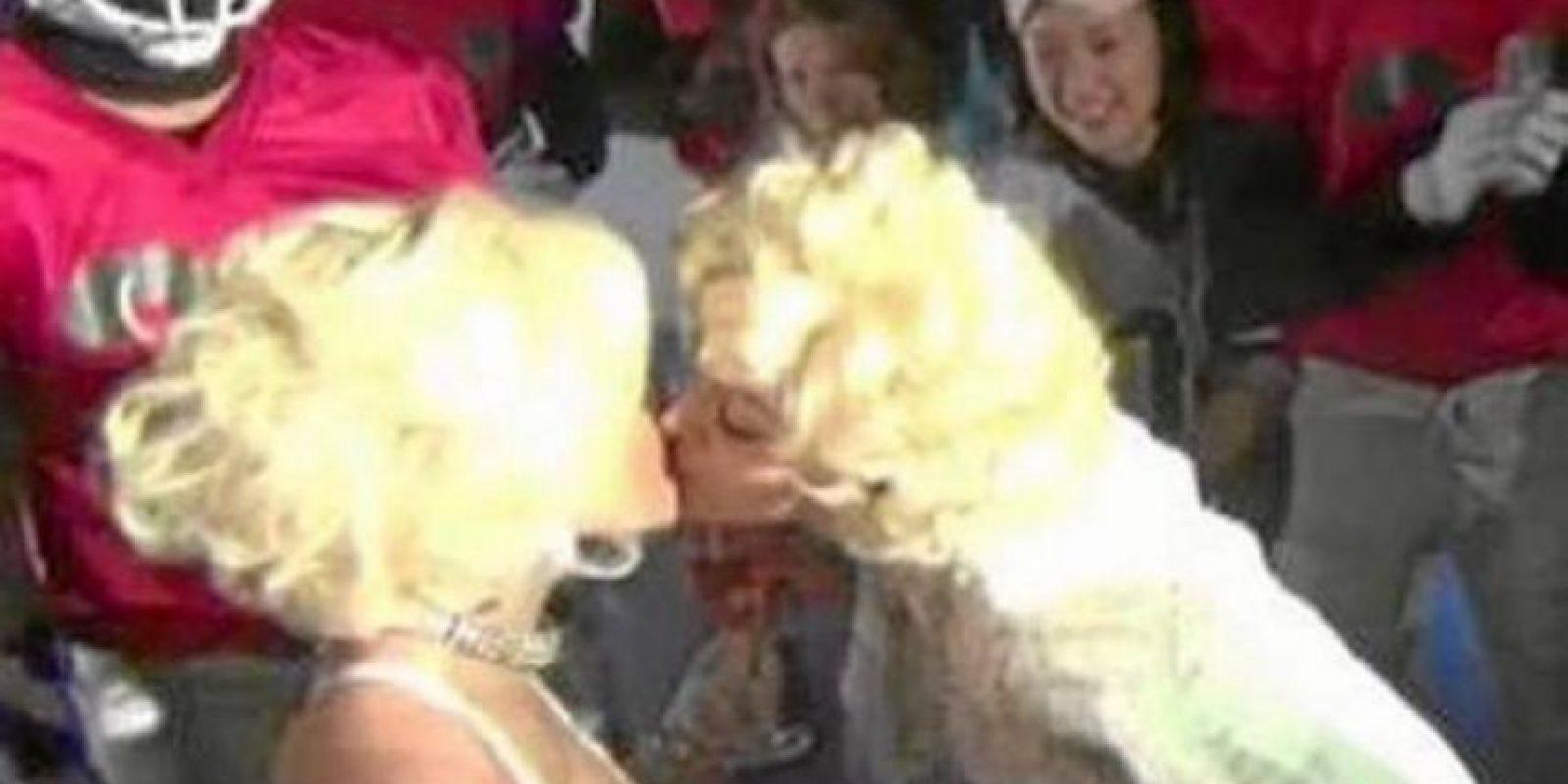 En 2011, Nicki Minaj reveló que Madonna la había besado Foto:YouTube