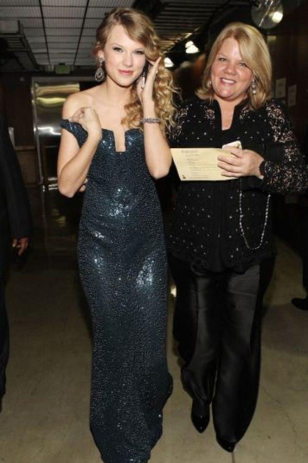 En días pasados, Taylor Swift anunció que su mamá enfrenta una lucha contra el cáncer. Foto:Getty Images