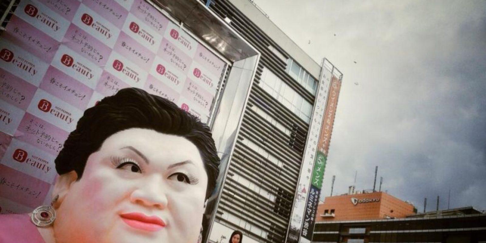 En 2012, Matsuko participó en un debate sobre el orgullo nacional de los chinos, coreanos y japoneses, donde criticó al K-pop parecerle una débil imitación de la música pop estadounidense. Foto:twitter.com/tokyorich/