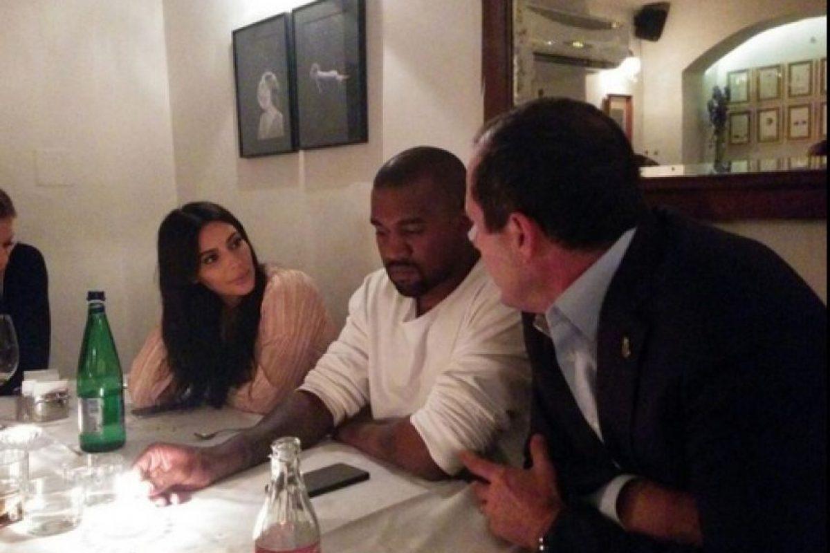 Durante su visita a Tierra Santa, Kim y su esposo cenaron con el alcalde de Jerusalén. Foto:Twitter/NirBarkat