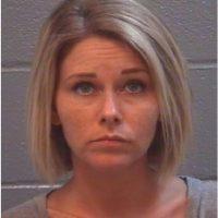 """Rachel Lynn Lehnardt de 35 años jugó """"Twister"""" desnuda con los amigos y el novio de su hija de 16 años. Foto:Columbia County Detention Center"""