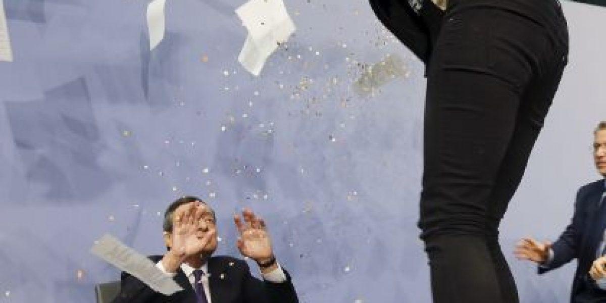 VIDEO: Así fue el ataque al presidente del Banco Central Europeo