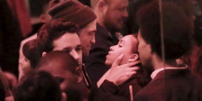 Robert Pattinson acompañó a su novia FKA Twings en su presentación durante el Coachella Foto:Grosby Group