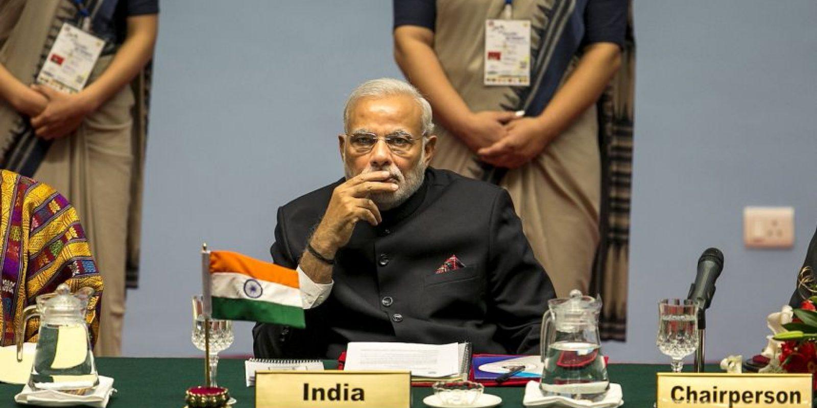 """""""De niño, Narendra Modi ayudó a su papá a vender té para apoyar a su familia. Ahora, es el líder de la democracia más grande y su vida – de la pobreza a ser el Primer Ministro- refleja el dinamismo y el potencial de su ascenso"""" Foto:Getty Images"""
