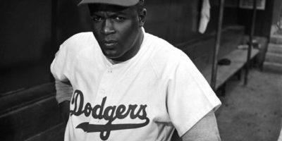 """Entonces se dedicó a entrenar a equipos juveniles de baloncesto hasta que recibió una oferta de los Monarcas de Kansas City, un equipo de béisbol de la """"Negro League"""", sí, una liga sólo para jugadores negros… porque los blancos tenían la suya. Foto:Getty Images"""