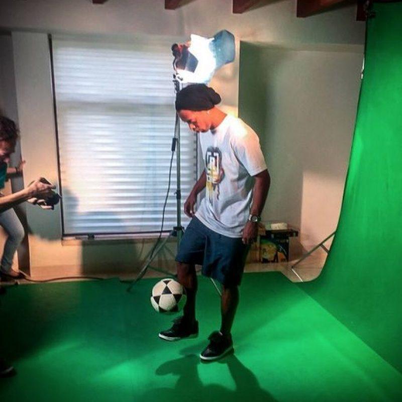 Pero en la cancha ha quedado a deber Foto:Vía facebook.com/RonaldinhoOficial