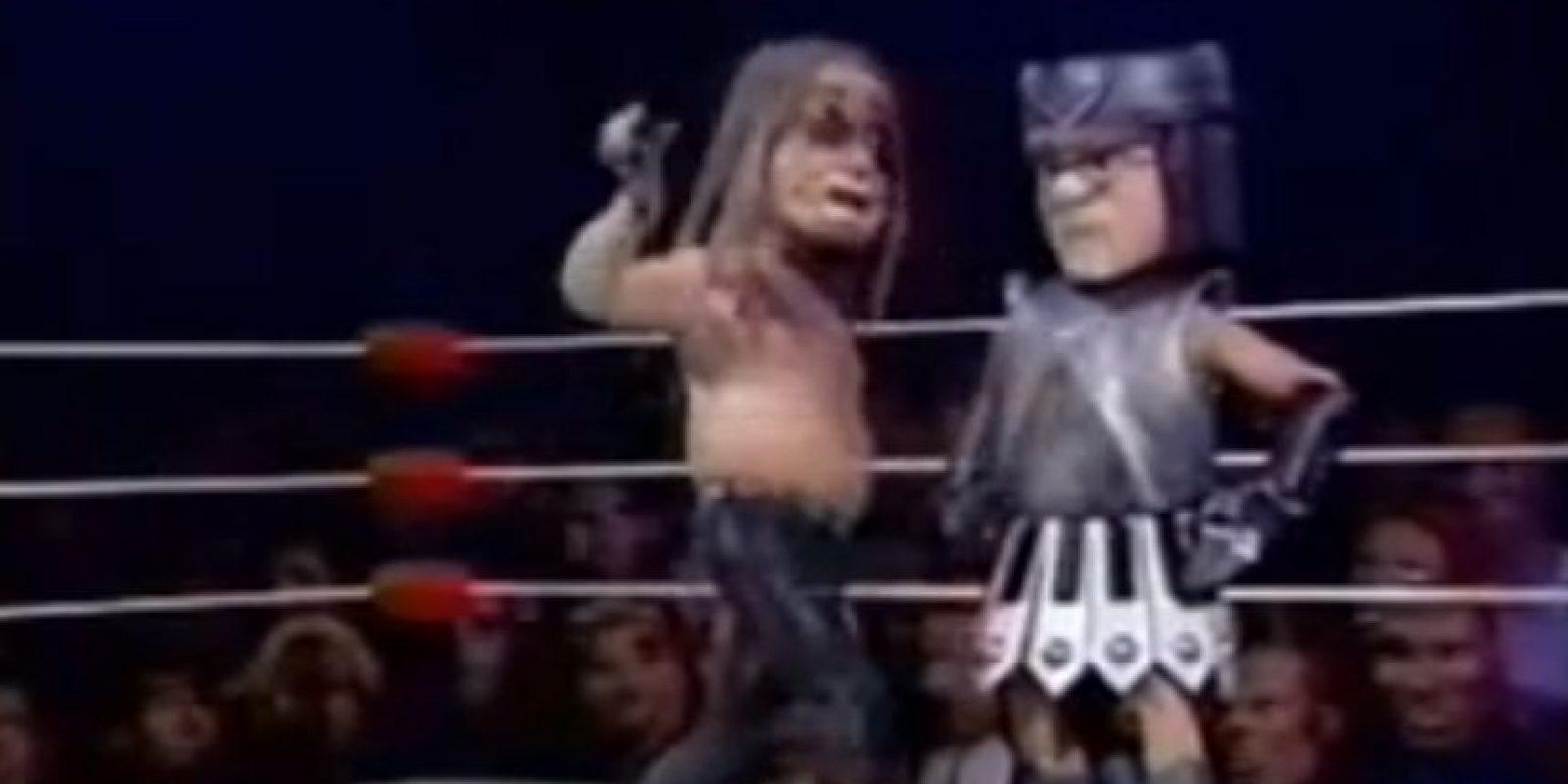 Ozzy no puede contra la armadura de Elton. Foto:vía MTV