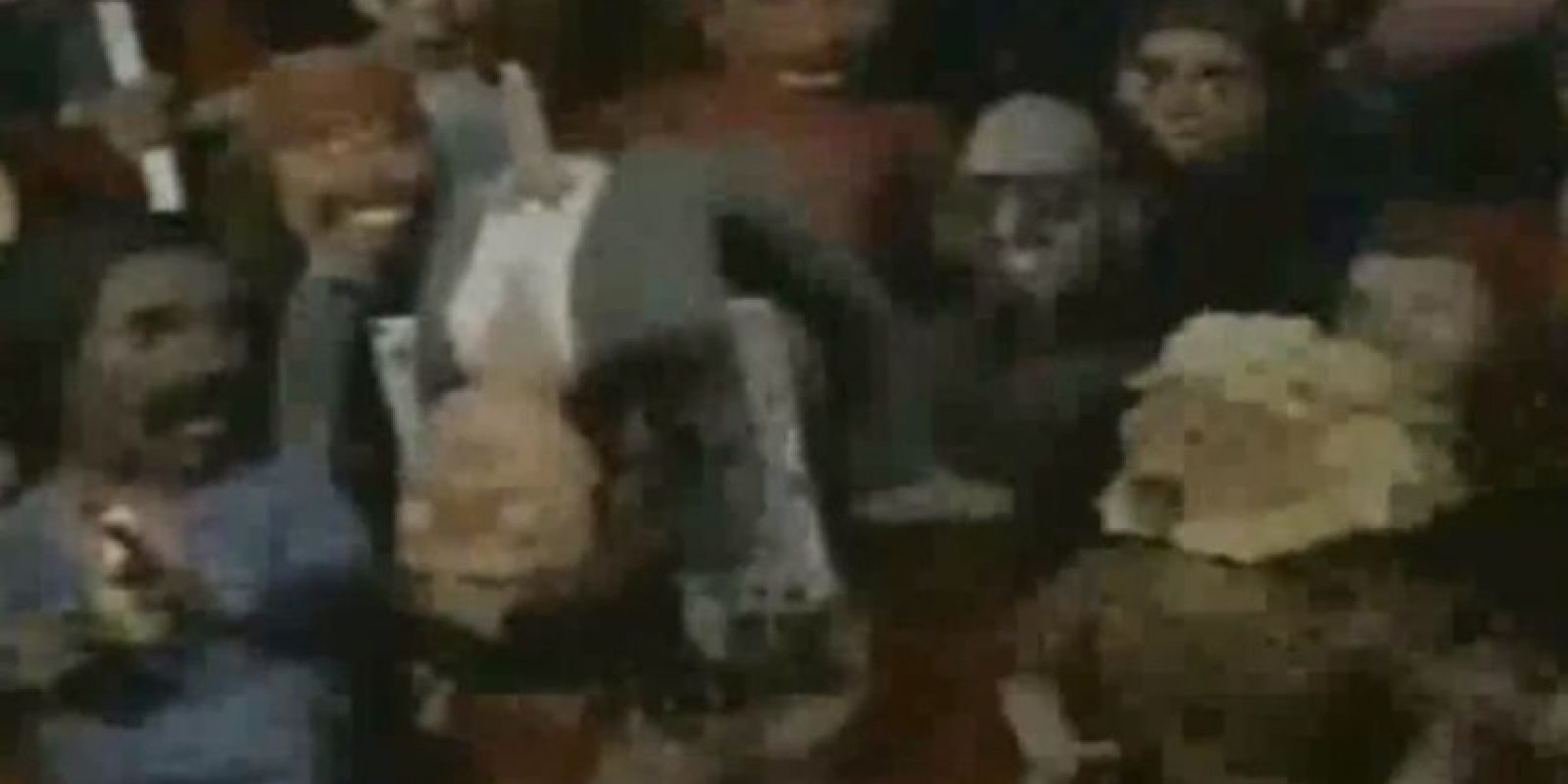 John lanza fuera de la arena a Paul. Foto:vía MTV