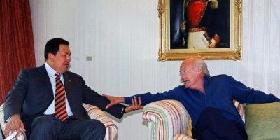 Junto al expresidente de Venezuela, Hugo Chávez Foto:AFP