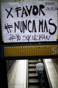 6. El hashtag #MuerteDeNisman y #TodosSomosNisman se utilizaron mundialmente para expresar apoyo al caso del fiscal. Foto:AP