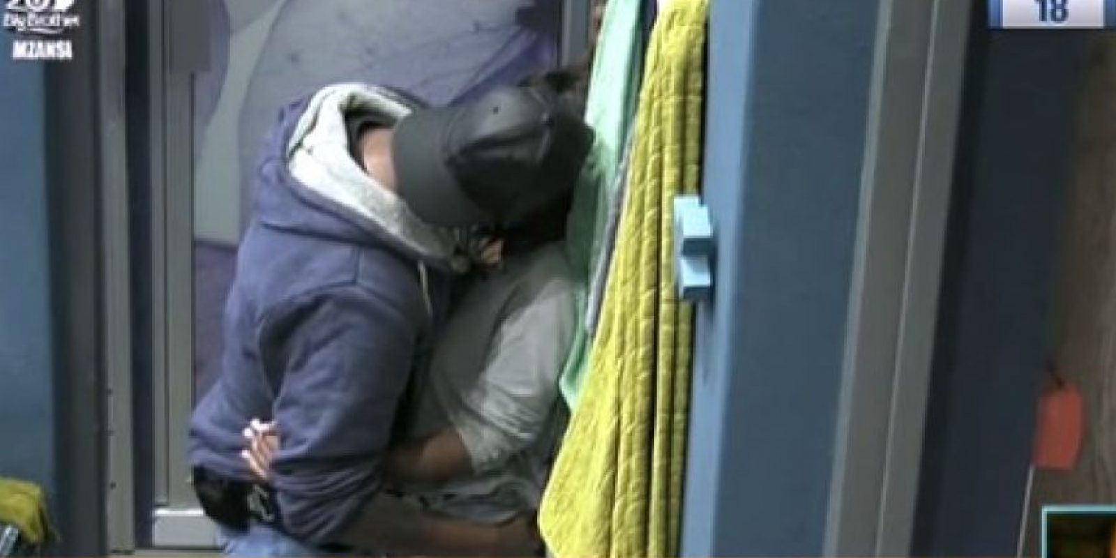 "Últimos momentos de la pareja dentro de la casa de ""Big Brother"" Foto:Bigbrothermzansi.dstv.com"