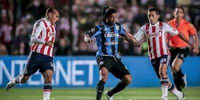 7. Un gran futbolista es capaz de poner de pie a la afición contraria Foto:Vía facebook.com/RonaldinhoOficial