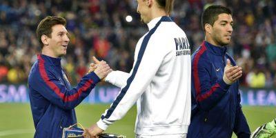 """""""Ibra"""" saludó cordialmente a todos los jugadores culés, pero con Messi tuvo un trato especial. Foto:AFP"""