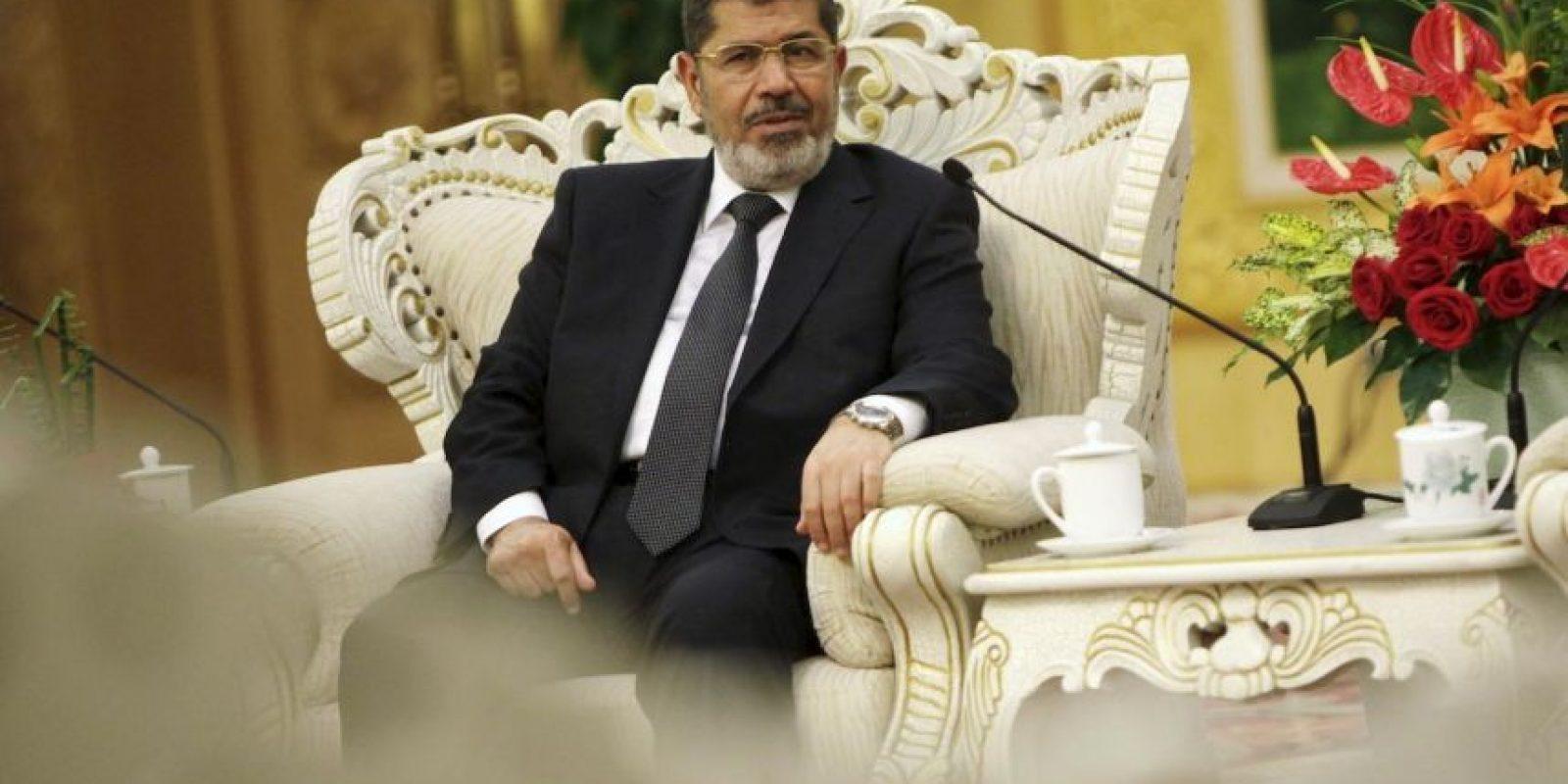 El expresidente de Egipto, Mohamed Morsi, fue condenado a 20 años de prisión por el asesinato de manifestantes frente al palacio presidencial. Foto:Getty Images