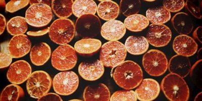 12. La naranja reduce los niveles de colesterol en la sangre, reduce el riesgo de cáncer de boca, garganta, pecho y estómago y leucemia infantil. Por la pectina que posee, ayuda a suprimir el apetito Foto:Tumblr.com/tagged-frutas