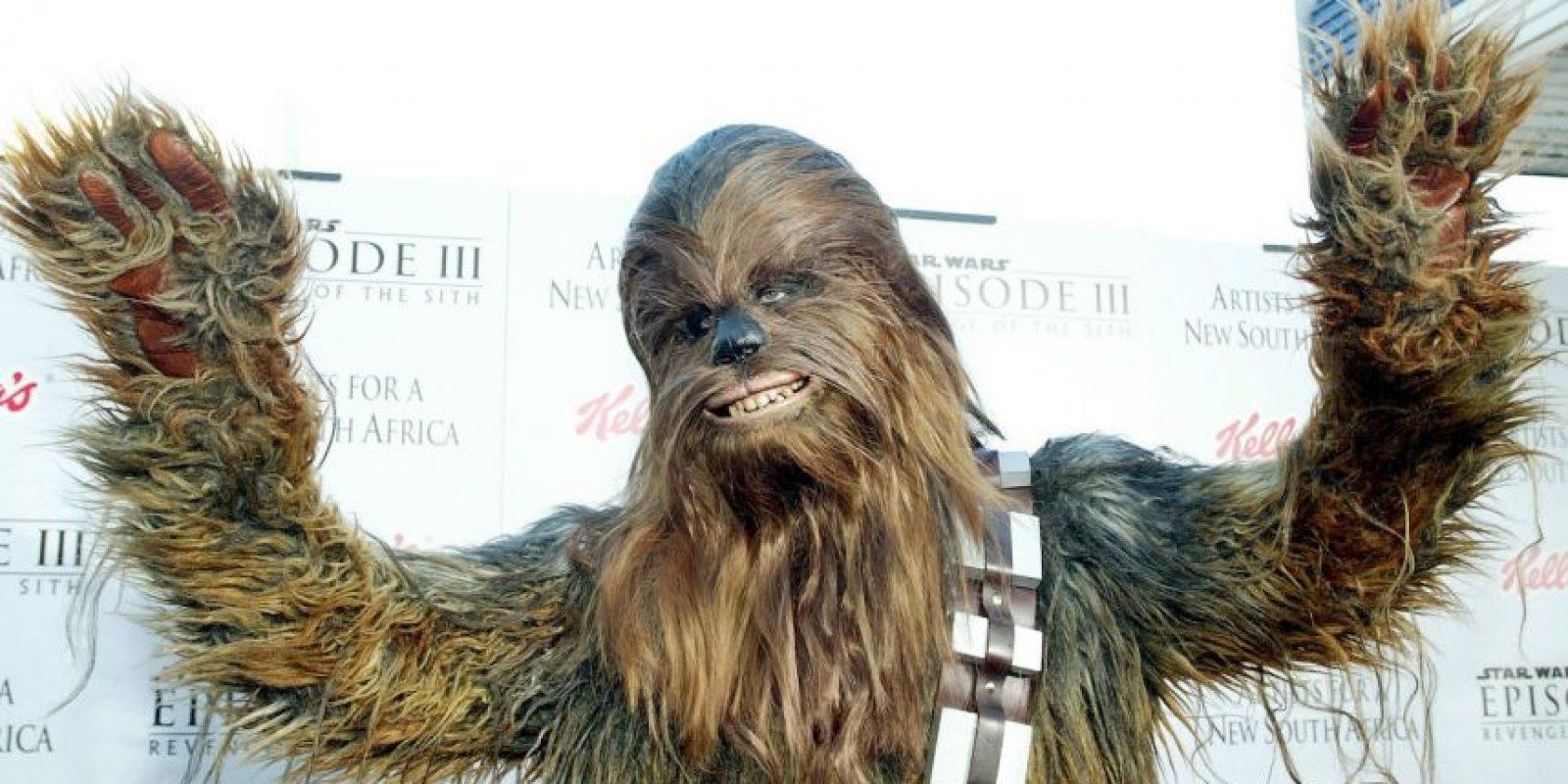 """""""Chewbacca"""" aceptó un reto que lo llevó a darle un beso al director de la película de Star Wars Foto:Getty Images"""