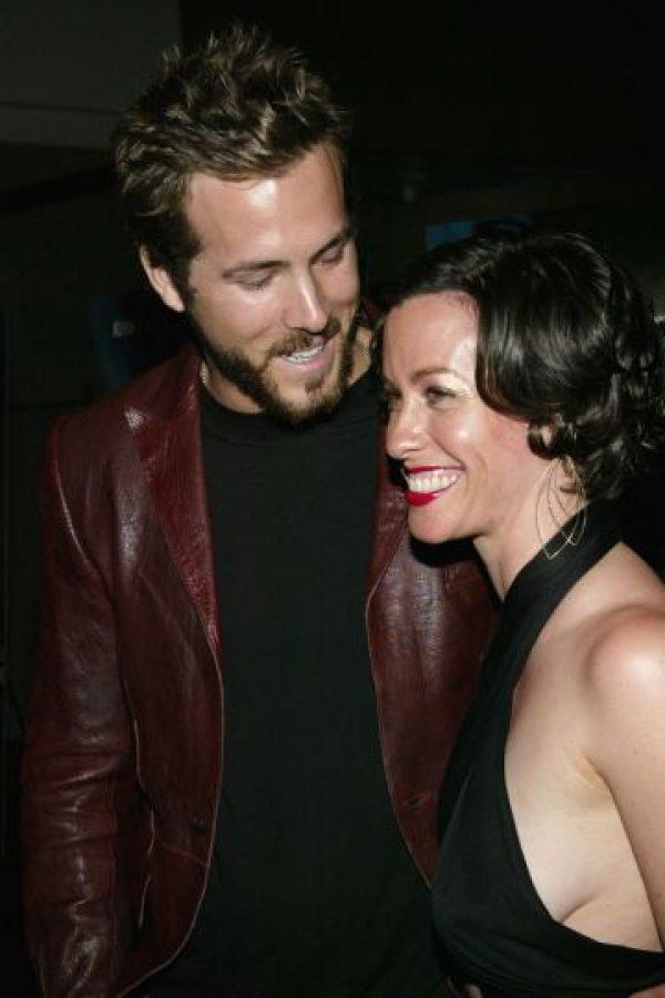 Ryan Reynolds estuvo de novio de Alanis Morrisette de 2002 a 2007 hasta que él la dejó por Scarlett Johansson. Foto:vía Getty Images