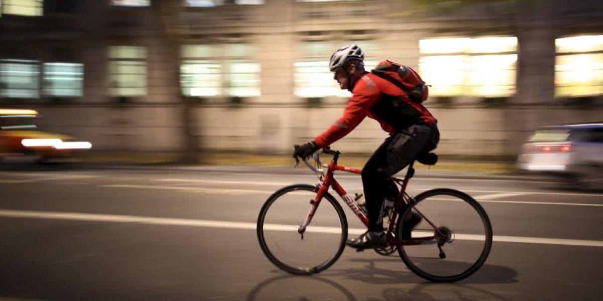 VIDEO: Ciclista graba un asalto con la cámara de su casco