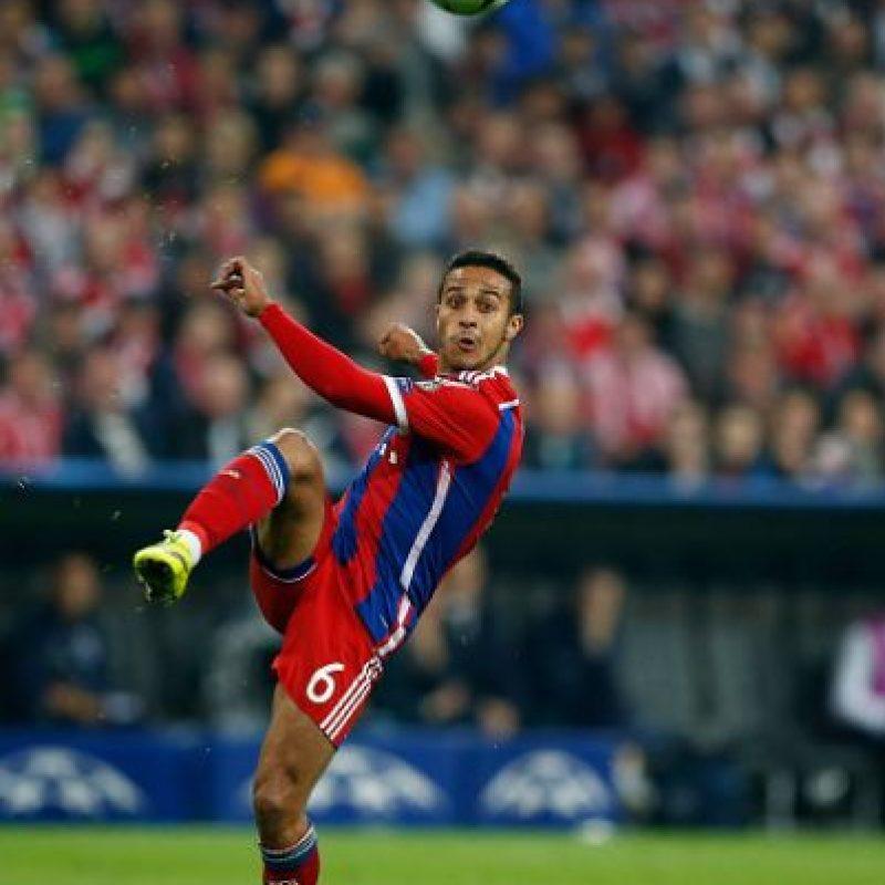 El volante español abrió la cuenta goleadora en el Allianz Arena con un remate de cabeza. Además, asistió a Thomas Müller en su gol y movió el mediocampo alemán como se requería. Foto:Getty Images