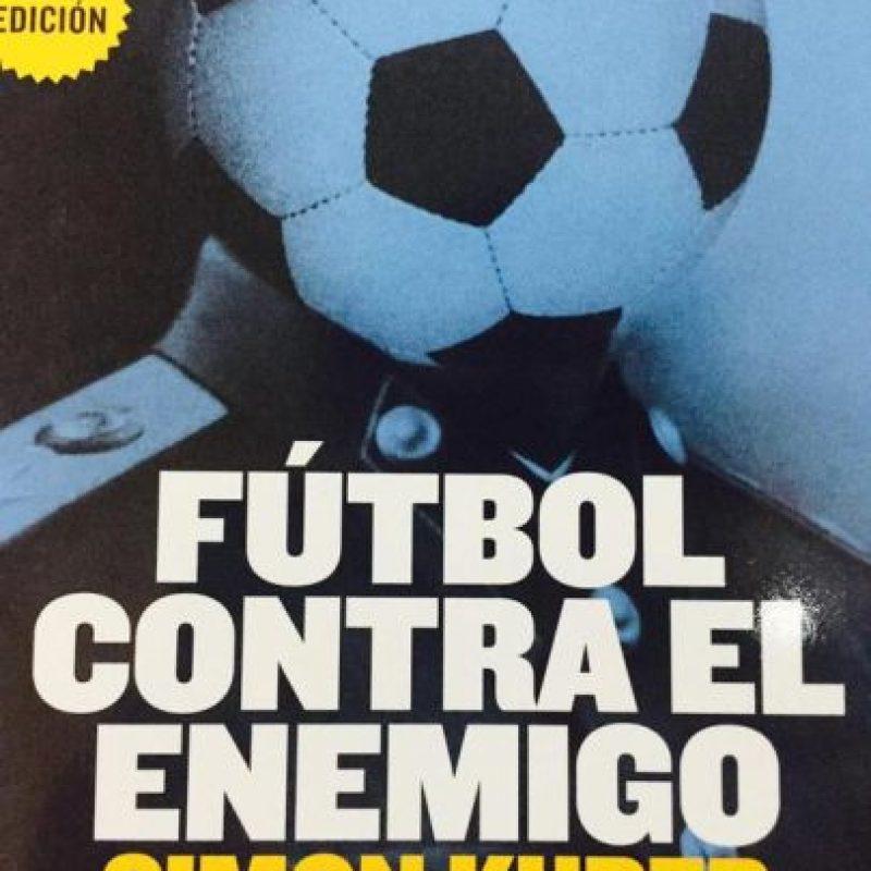 Fútbol contra el enemigo de Simon Kuper (2012) Foto:Vía twitter.com/futbologia