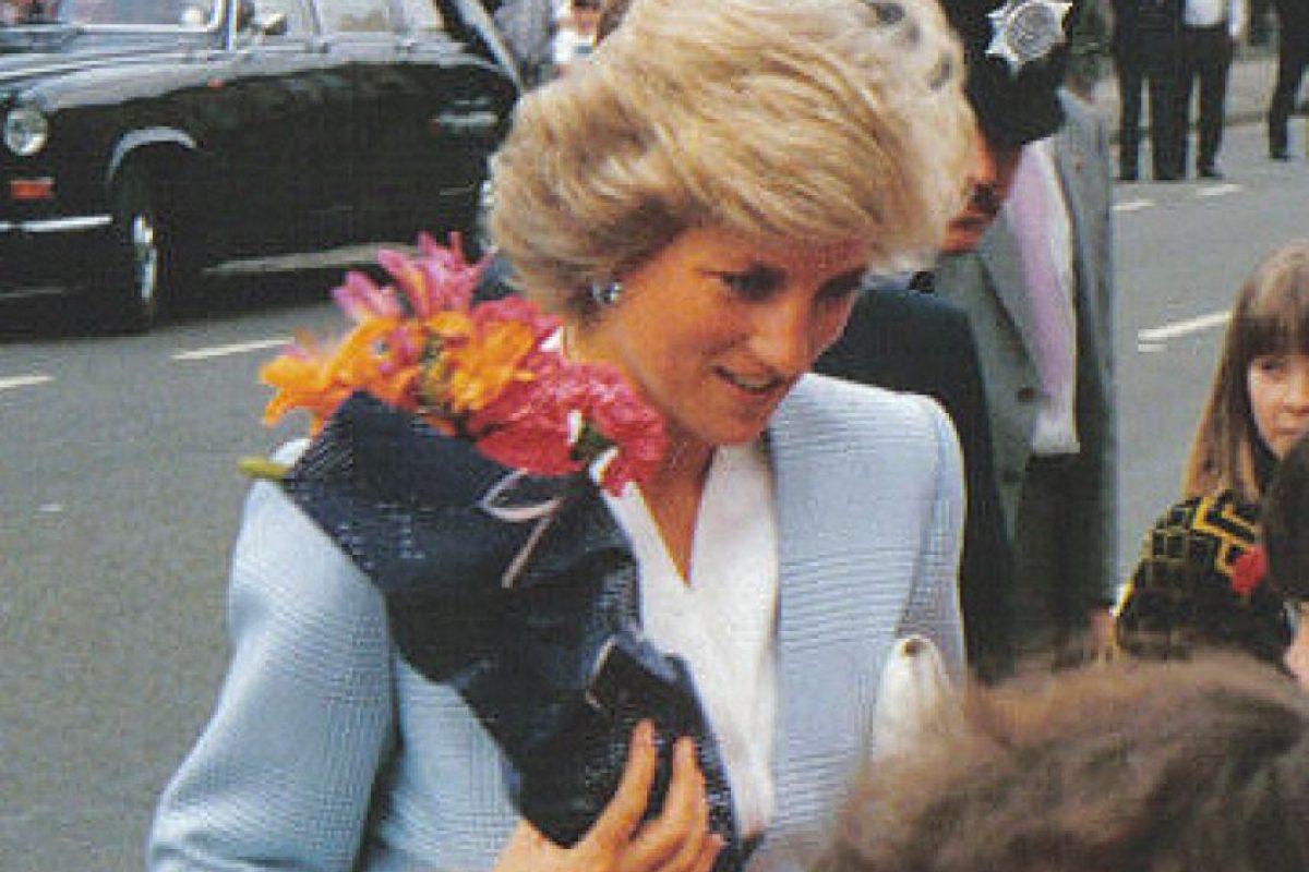 En 1997, los paparazzi captaron a Diana y Dodi Al Fayed, hijo del empresario Mahamed Al Fayed en un yate en el Mediterráneo. Foto:Wikipedia