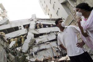 6. 8 de octubre de 2005, Pakistán: Las zonas más devastadas fueron Muzaffarabad, Kashmir y Uri. Foto:Getty Images