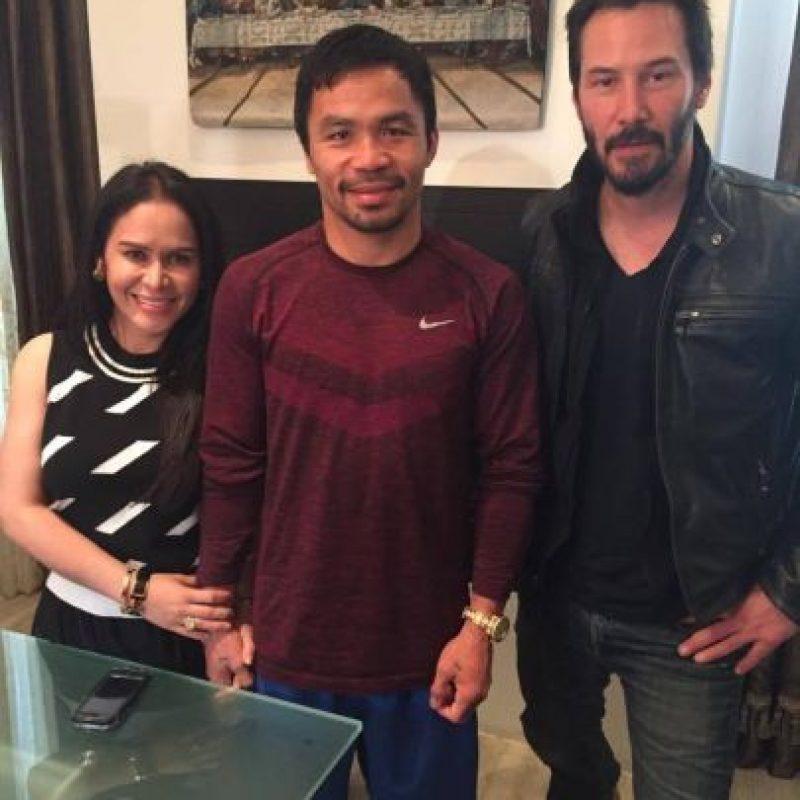 El protagonista de Matrix fue el último famoso que visitó a Pacquiao en Los Ángeles, pero a diferencia de los demás, él no lo hizo durante sus entrenamientos, sino que fue a la propia casa del filipino. Foto:Vía facebook.com/TopRankMannyPacquiao