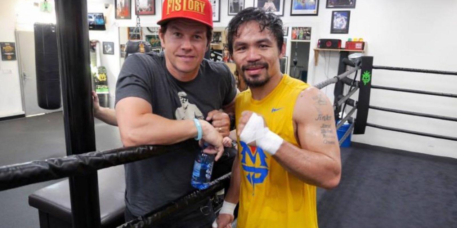 """Walhberg ha demostrado públicamente su apoyo al filipino, e incluso se considera parte del """"Team Pacquiao"""". También estuvo presente en los entrenamientos de """"Pacman"""" en Los Ángeles. Foto:Vía facebook.com/TopRankMannyPacquiao"""