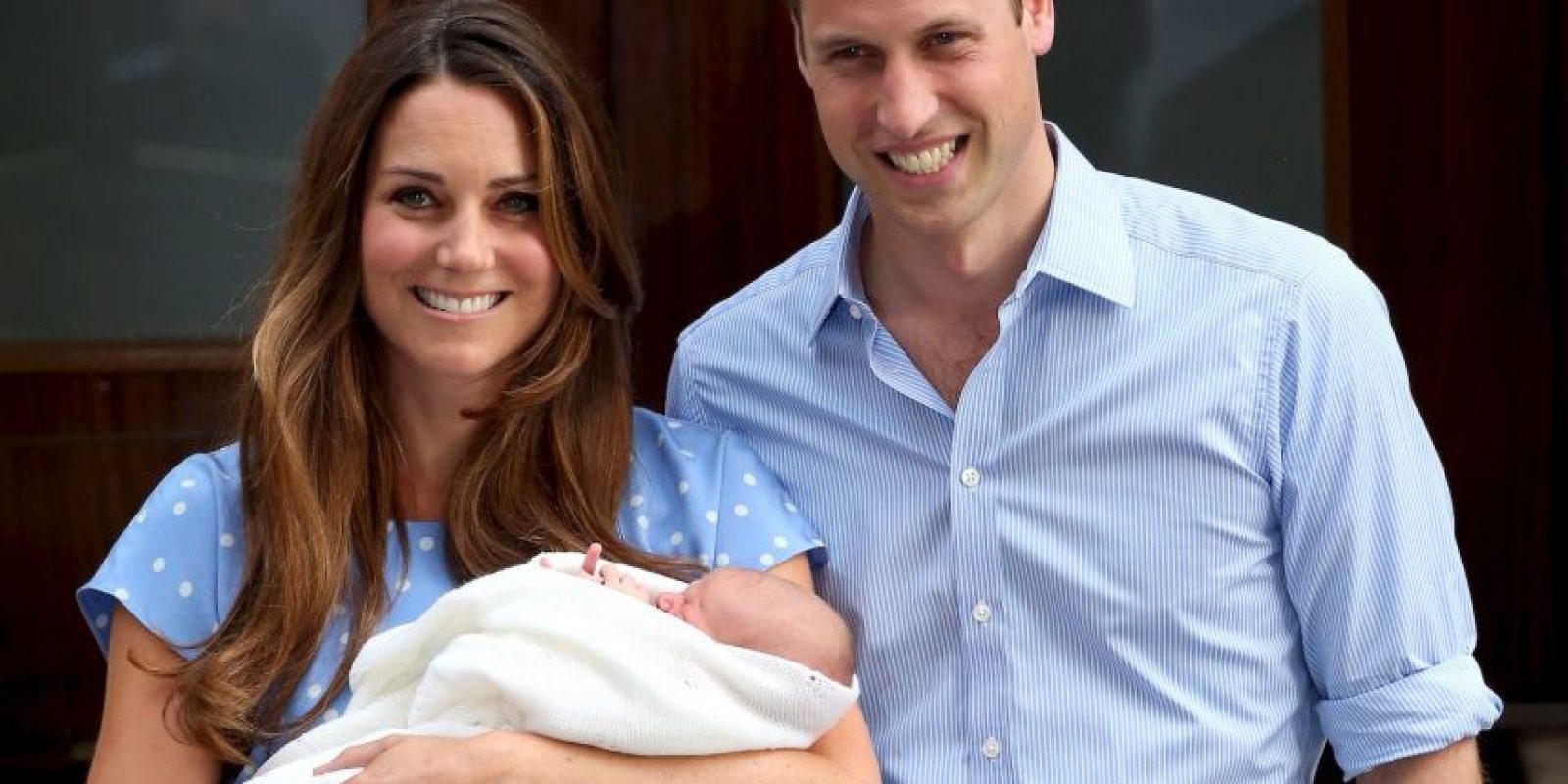 Los duques de Cambridge, el príncipe William y Kate Middleton junto a su primer hijo George Foto:Getty Images