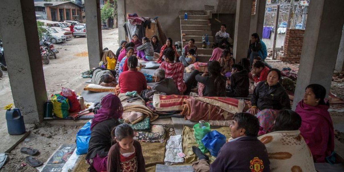 Miles duermen en la intemperie tras perder sus hogares en Nepal