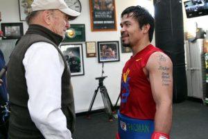 """Duvall fue una de las primeras visitas que tuvo """"Pacman"""" en su gimnasio de Los Ángeles, y acudió para desearle suerte de cara a su pelea del próximo 2 de mayo. Foto:Vía facebook.com/TopRankMannyPacquiao"""