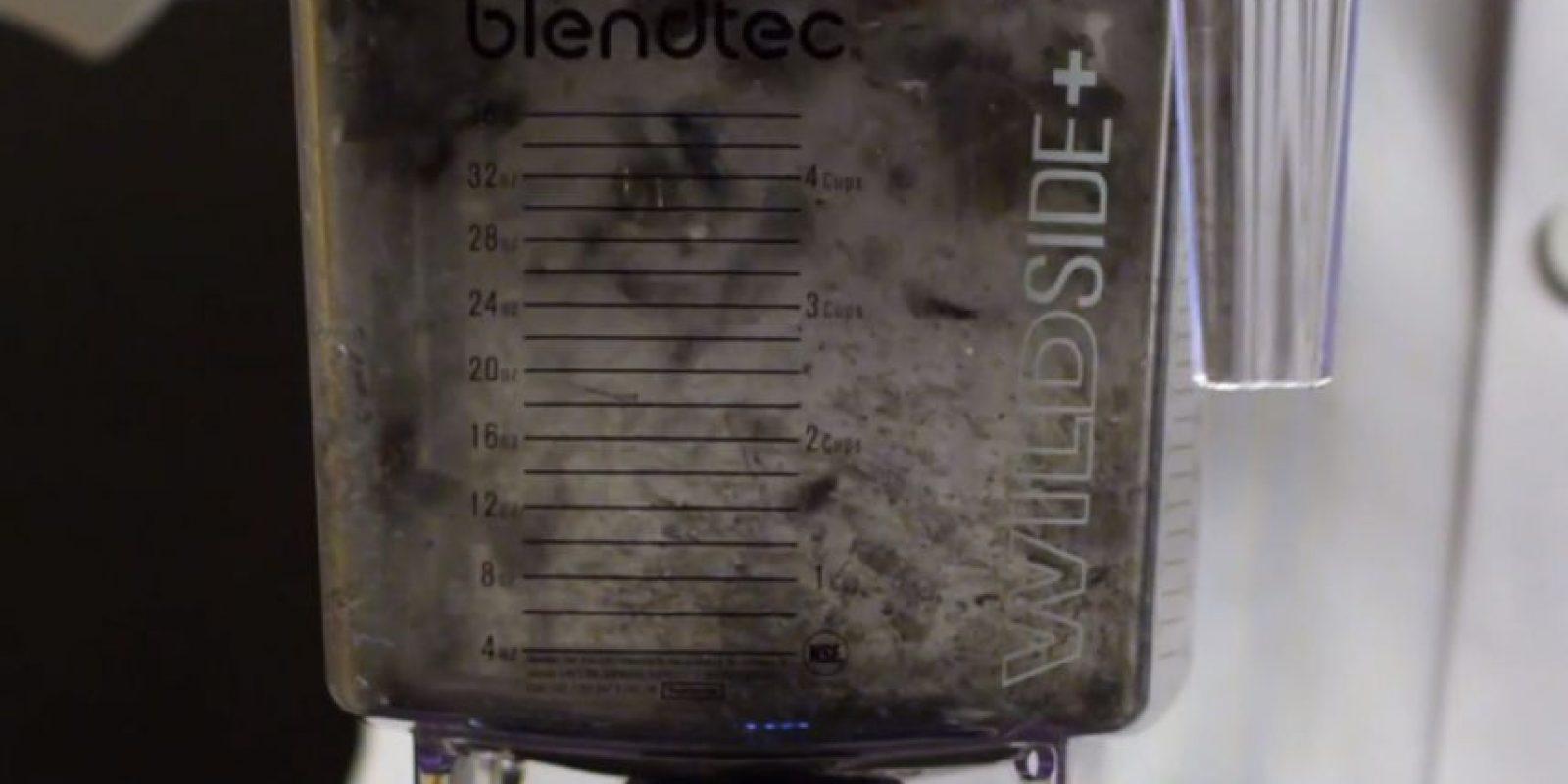 Así queda el Apple Watch después de meterlo a la licuadora. Foto:Blendtec