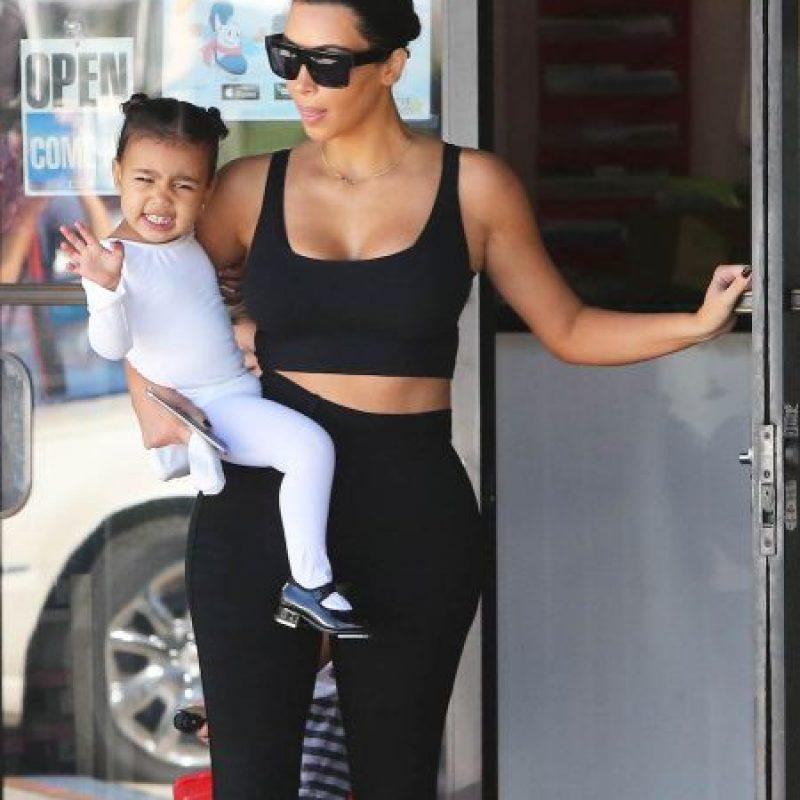 Kim Kardashian encontró selfies de su pequeña hija en la computadora Foto:Grosby Group