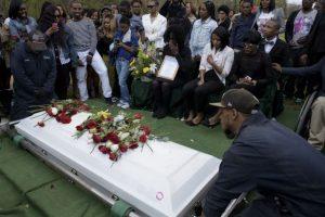 Transcurrió en paz, entre la indignación y el dolor. Las protestas se originaron después. Foto:AFP